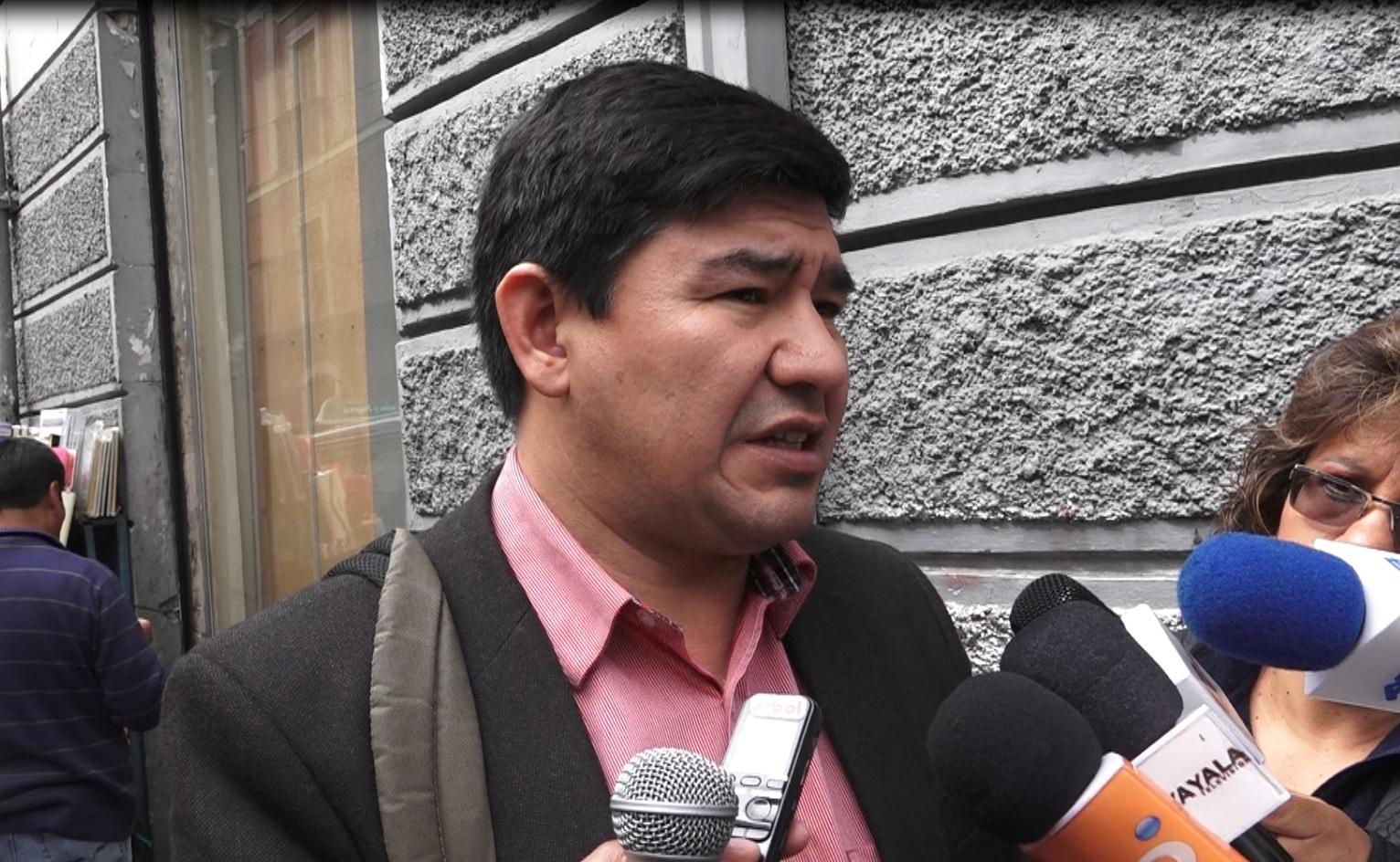 Barón afirma que el título universitario no es una exigencia de la CPE ni la Ley del Defensor del Pueblo
