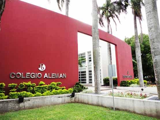 """Distinción al """"Colegio Alemán"""" de Santa Cruz por sus 80 años de fundación"""