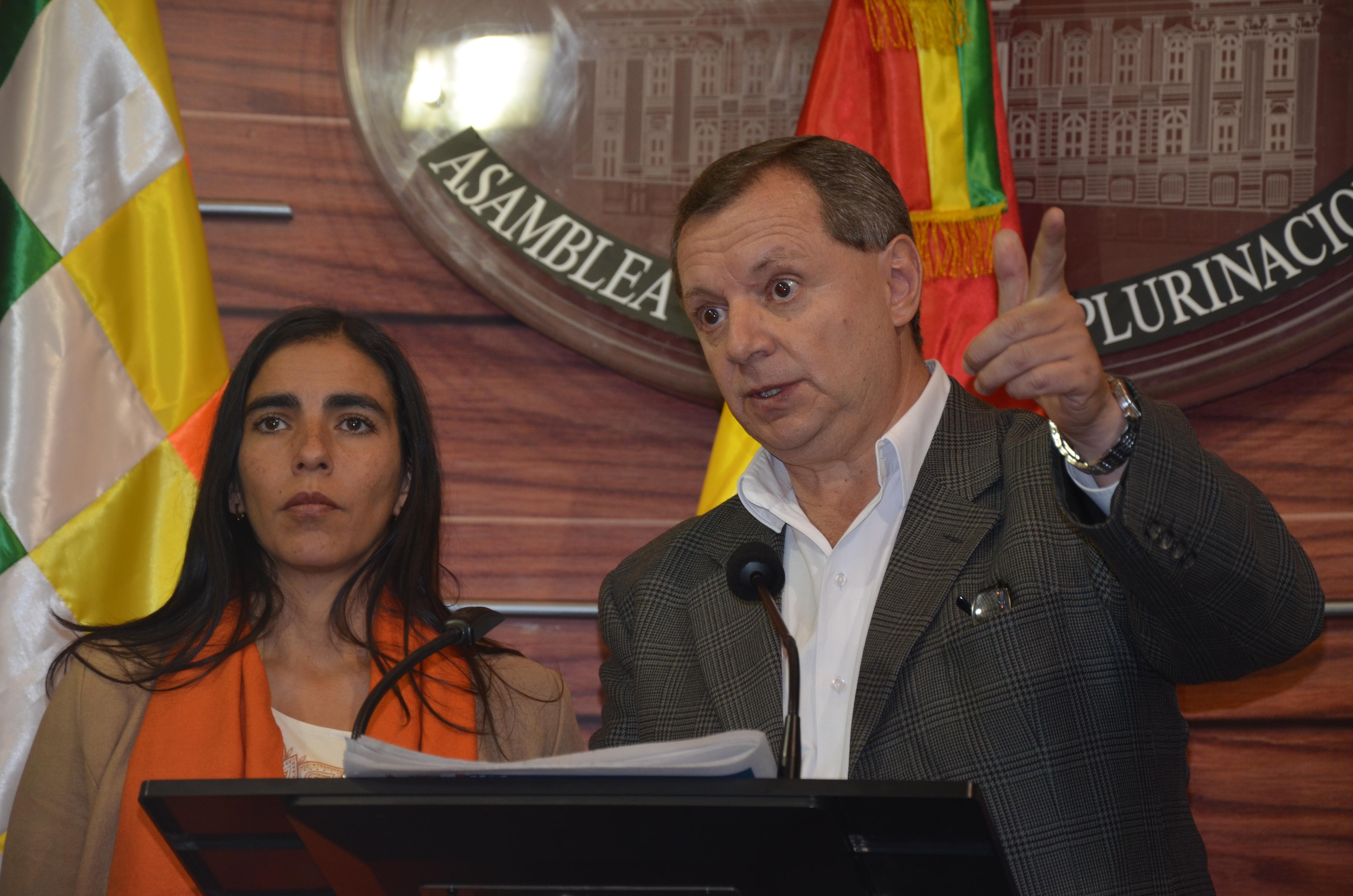 Gonzales espera disculpas de Página Siete por información errónea que dañó la imagen de la Asamblea Legislativa