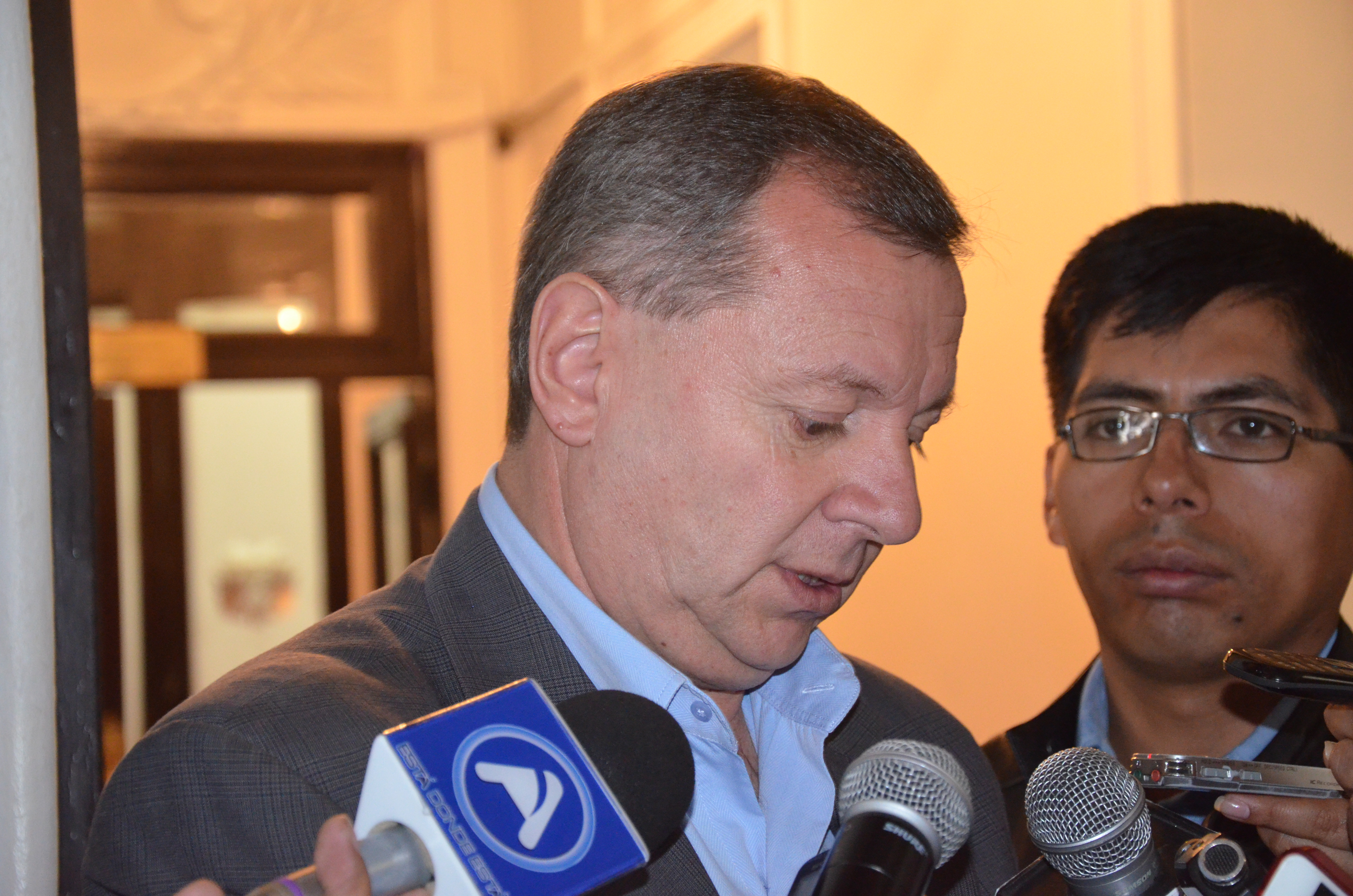 Gonzales afirma que expertos en redes sociales hicieron campaña por el No en referendo constitucional