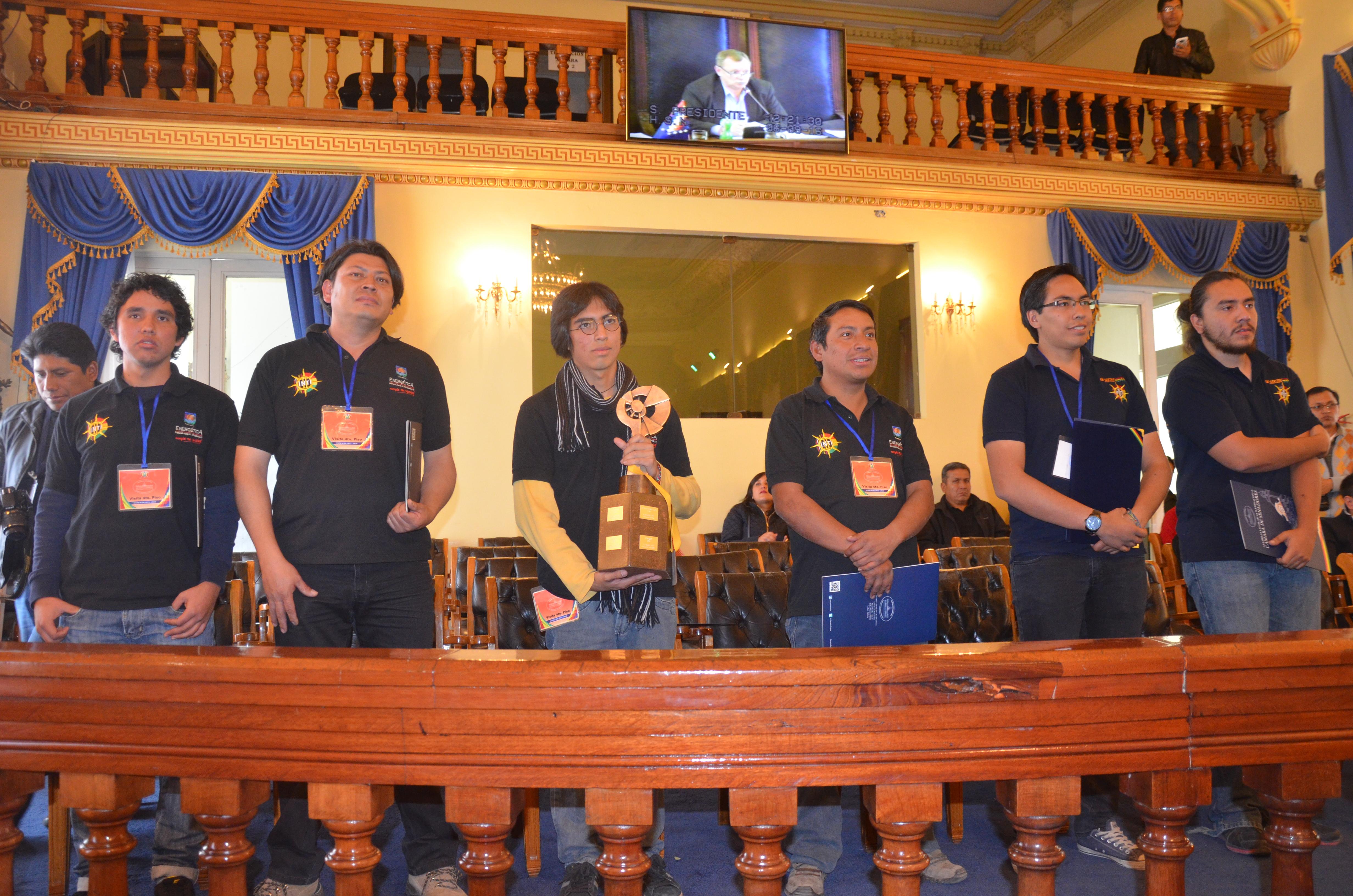 """Ganadores de la """"Carrera Solar de Atacama 2016"""" reciben reconocimiento del Senado"""