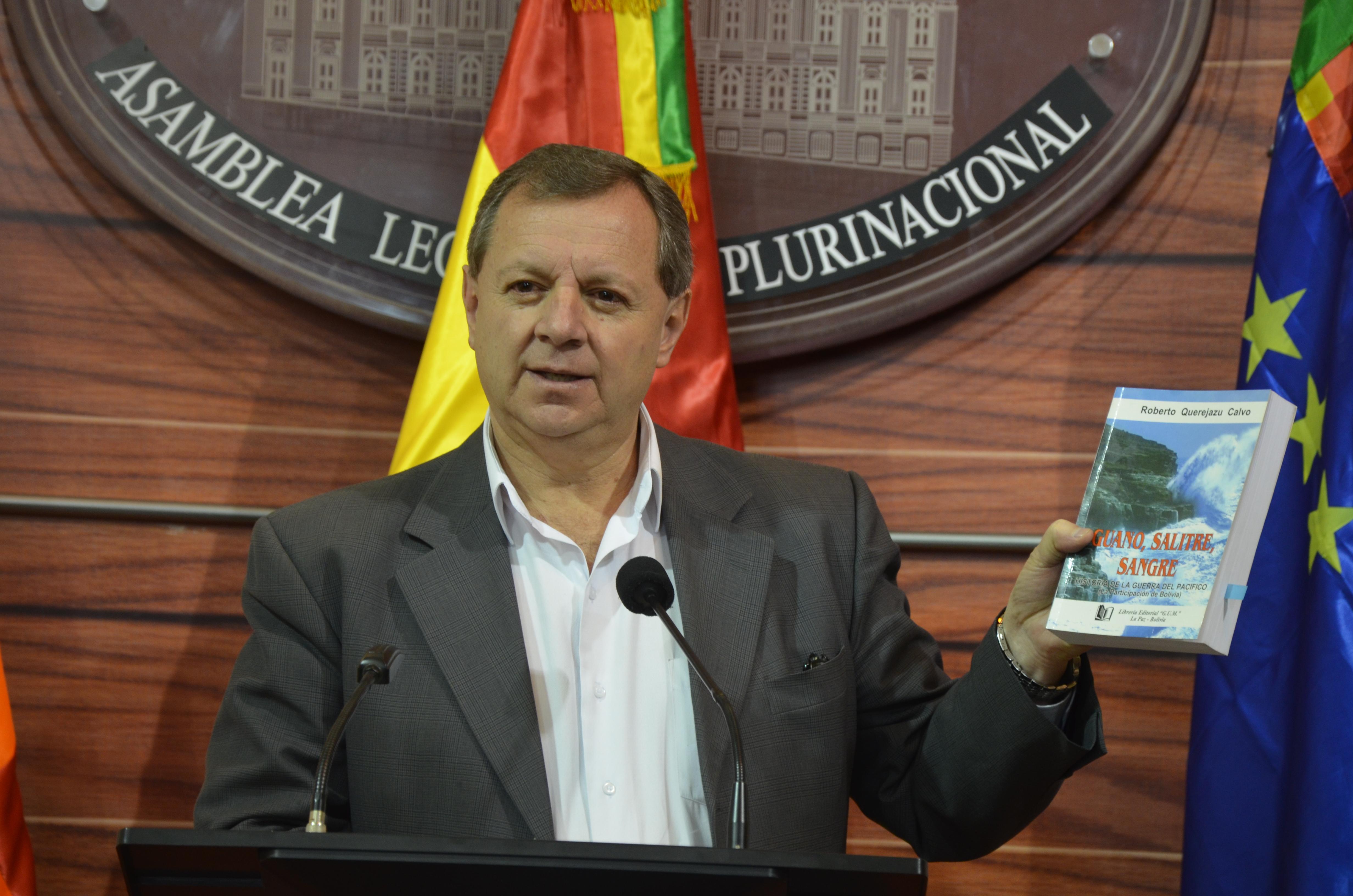 """Gonzales: """"Creemos que con el libro de Querejazu, el señor Canciller de Chile se va a ilustrar un poquito y va a dejar de mentir"""""""