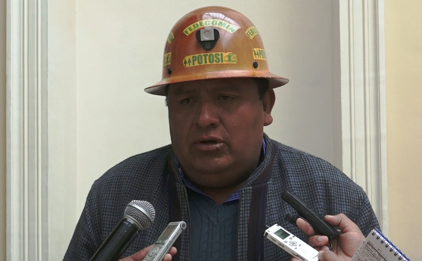 Senador Isla: Cooperativas mineras descartan bloqueo de caminos tras acuerdo alcanzado en el Legislativo