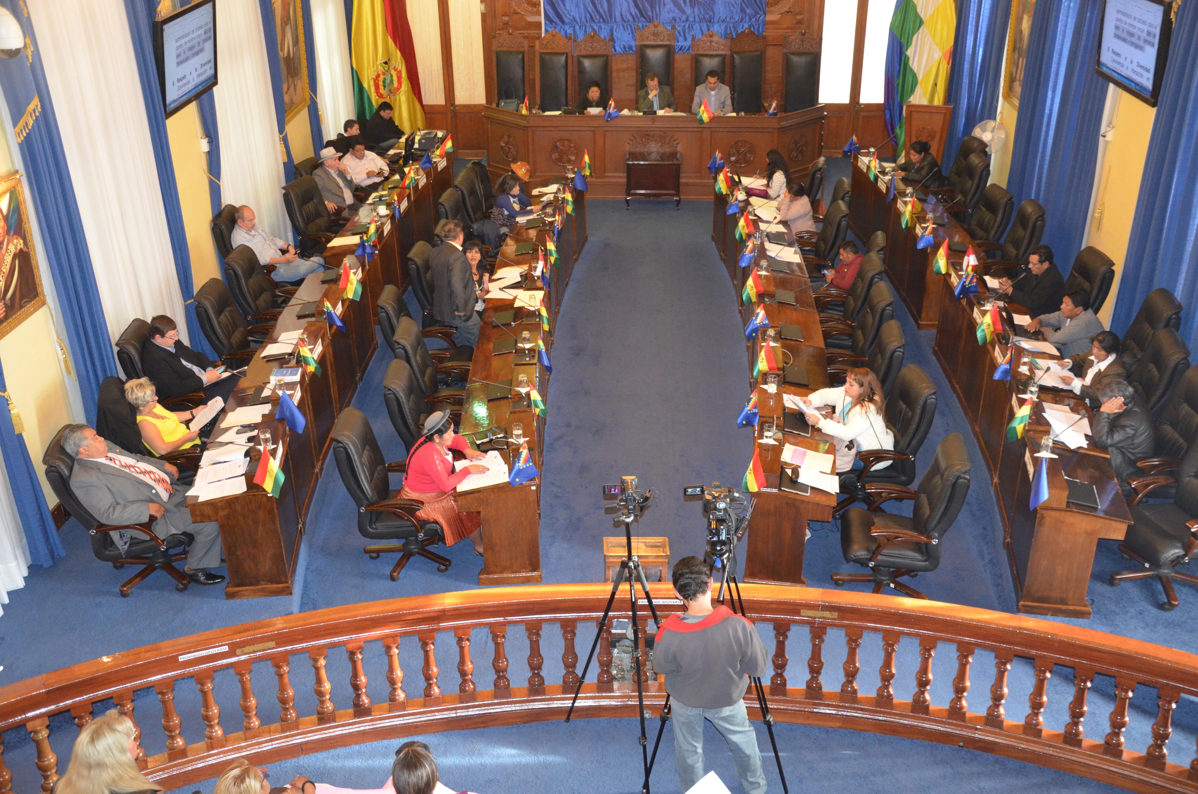 Senado aprueba homenaje a la Escuela Taller Sucre