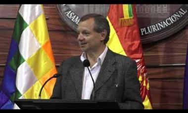 Embedded thumbnail for Gonzales afirma que para ser Presidente no sólo es denunciar infiltrados o andar en bicicleta sino ofrecer un Plan de Gobierno