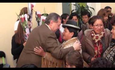 Embedded thumbnail for Gonzales agasaja a las madres que trabajan en la Cámara de Senadores