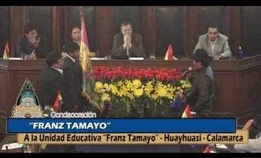 """Embedded thumbnail for Condecoración Franz Tamayo a la """"Unidad Educativa Franz Tamayo""""."""