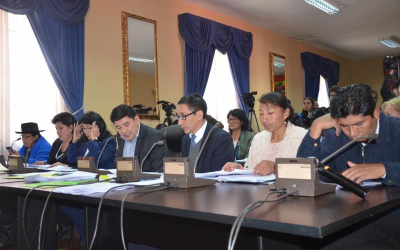 Comisión de Constitución prevé concluir hasta el viernes con la fase de preselección de postulantes a Defensor